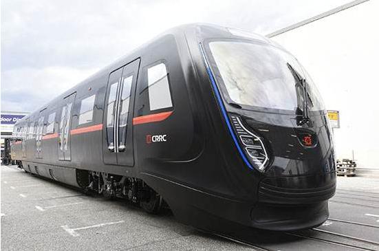 中国下一代碳纤维地铁列车成功试跑:全自动驾驶