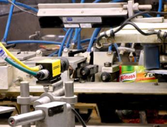 KNORR 和 AKU.AUTOMATION 使用 IN-SIGHT 达成了 100% 食品了 100% 食品包装检测率